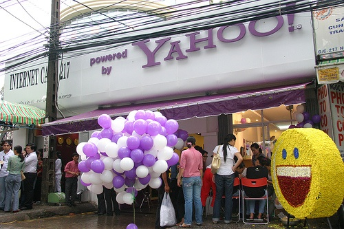 1) Yahoo launches brick-and-mortar internet cafes in Vietnam 2) Mozilla Cor