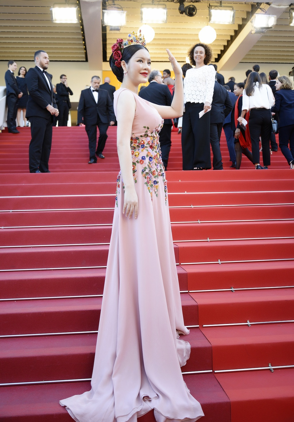 Ly Nha Ky hoa nu than tren tham do Cannes hinh anh 7