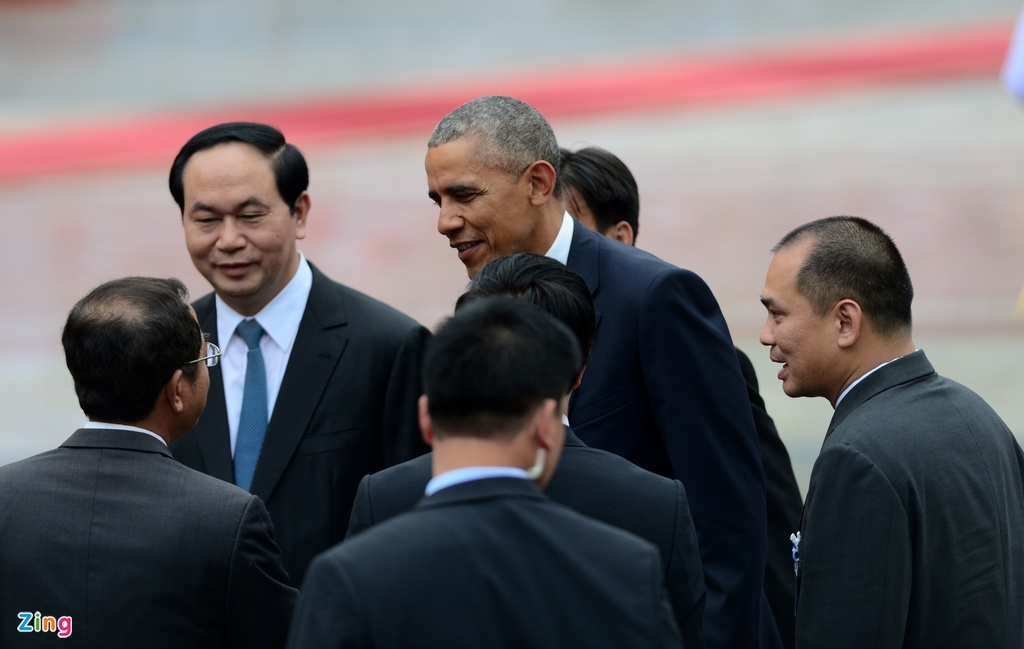 Chan dung nguoi phien dich cua Obama tai Viet Nam hinh anh 2