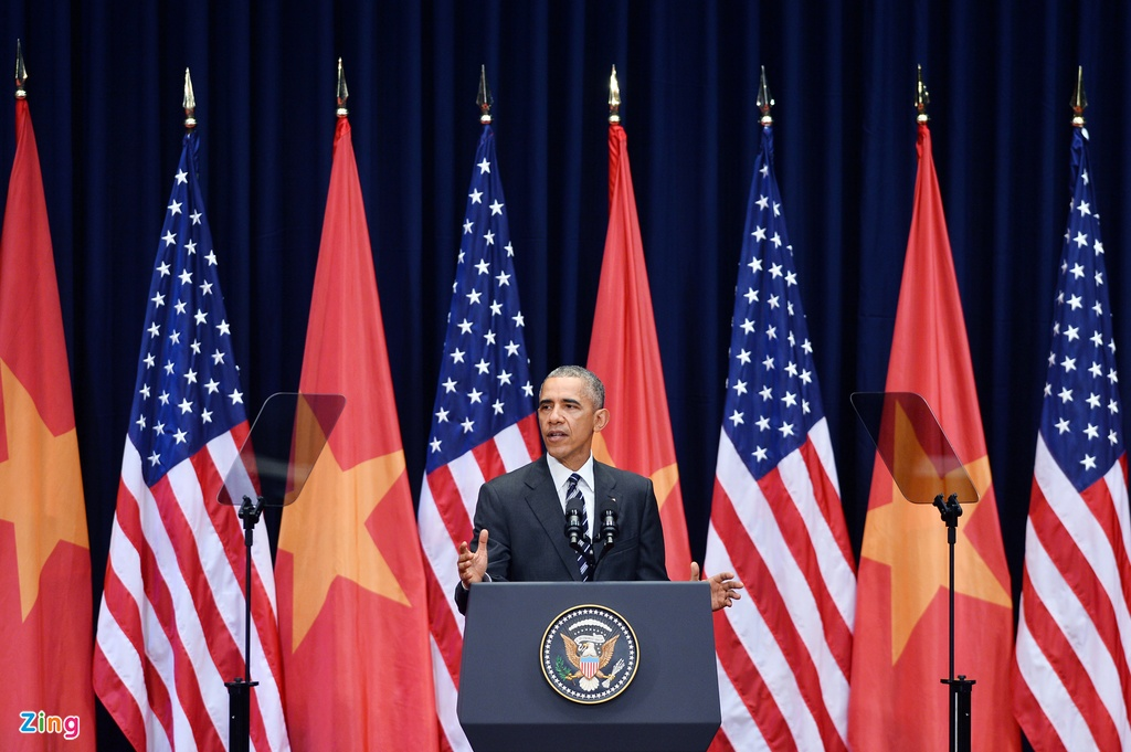 Chan dung nguoi phien dich cua Obama tai Viet Nam hinh anh 7
