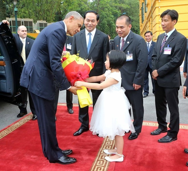 Chan dung nguoi phien dich cua Obama tai Viet Nam hinh anh 8