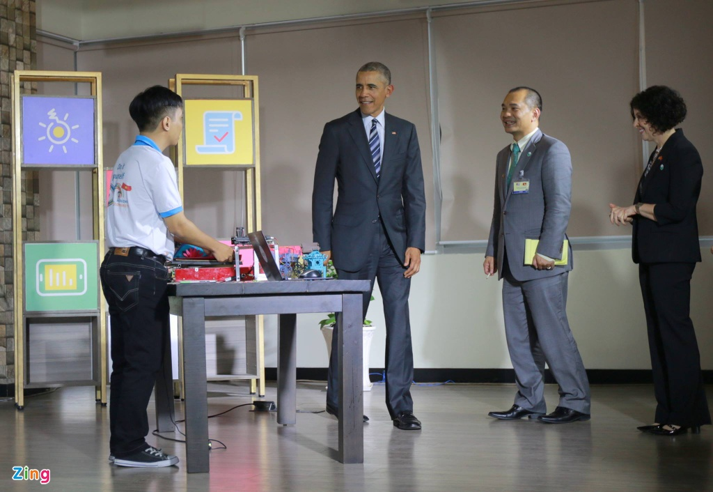 Chan dung nguoi phien dich cua Obama tai Viet Nam hinh anh 5