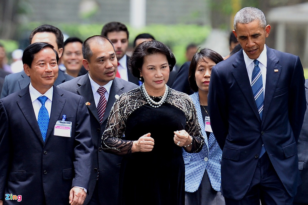 Chan dung nguoi phien dich cua Obama tai Viet Nam hinh anh 9