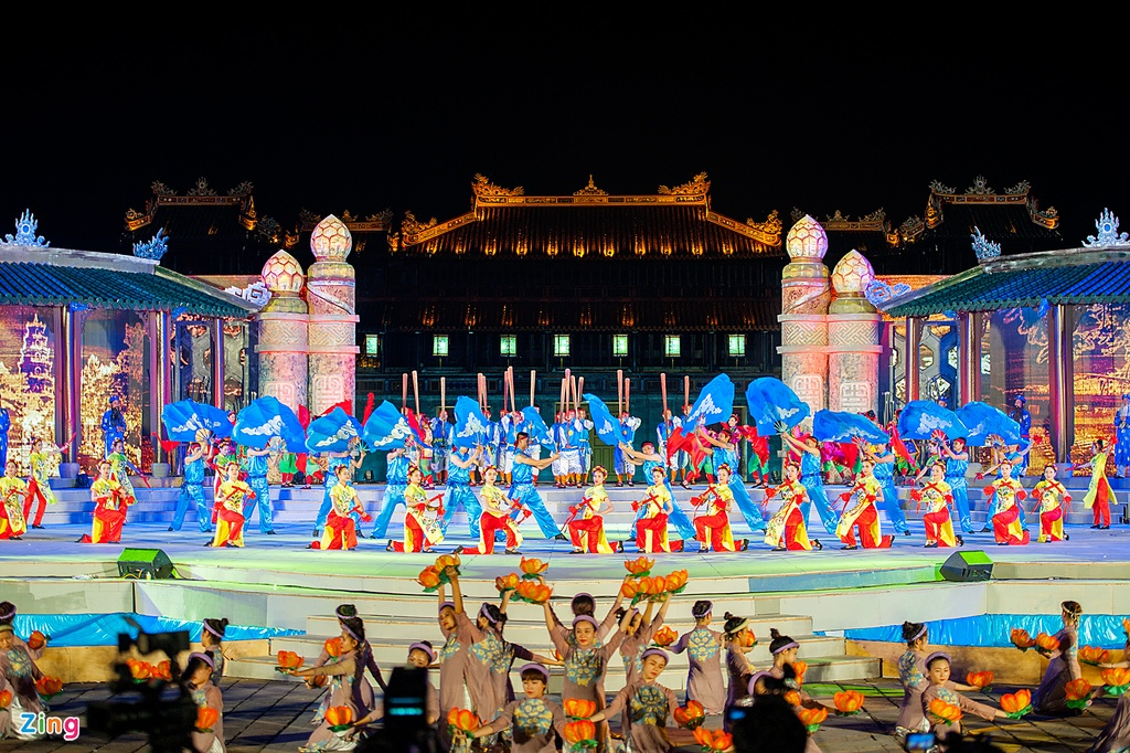 "festival hue of vietnam Under the theme ""cultural heritage with integration and development, hue - one  destination, five heritage"", hue festival 2018 will take place."