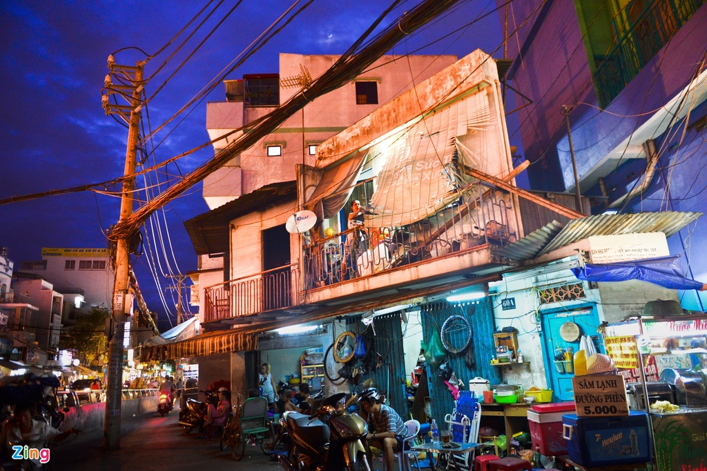 Life in the 2m2 triangle-shaped house in Saigon