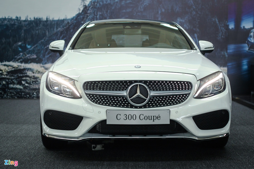 Mercedes-Benz C300 Coupe moi gia 2,7 ty dong tai Viet Nam hinh anh 2