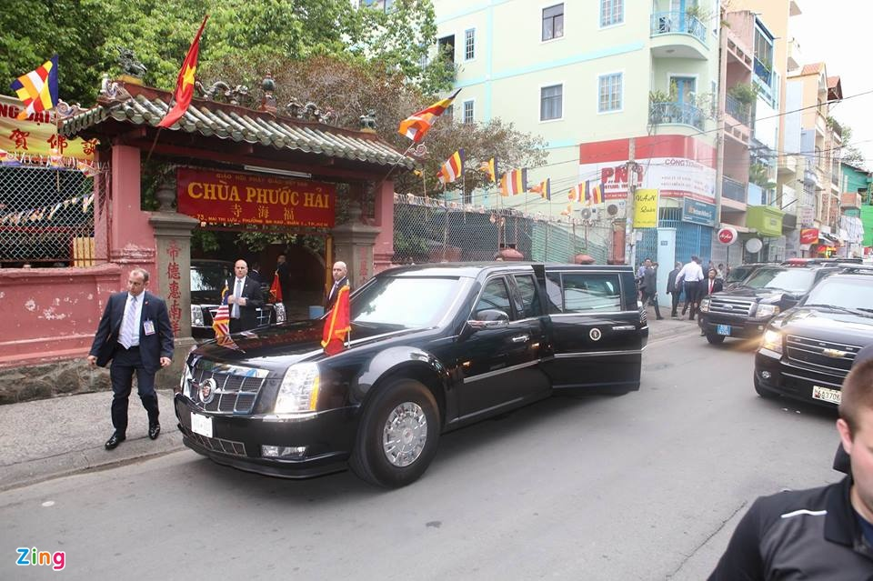 President Obama visits Ngoc Hoang temple in HCM City