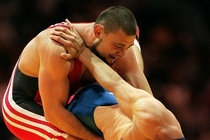 Nha cuu vo dich Olympics dung do nay lua voi canh sat hinh anh