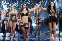 Victoria's Secret Show 2016 lo so bi khung bo hinh anh