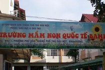 Dinh chi co giao truong quoc te danh be 4 tuoi tim chan hinh anh