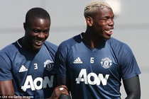 Pogba, Bailly than thiet trong buoi tap truoc vong 3 NHA hinh anh