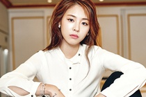 Lee Yeon Hee doi lap phong cach tren tap chi hinh anh