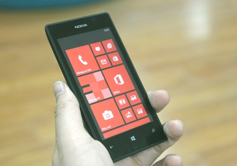 5 smartphone gia re an tuong nhat nam 2013 hinh anh