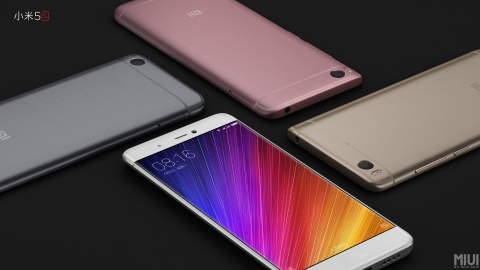 Xiaomi Mi 5s Plus doi dau iPhone 7 Plus voi gia bang mot nua hinh anh