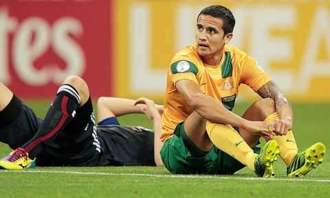 'Cay truong sinh' Tim Cahill bat luc truoc Nhat Ban hinh anh