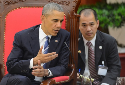 Chan dung nguoi phien dich cua Obama tai Viet Nam hinh anh