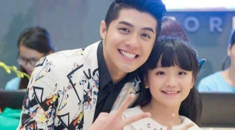 Em be hat Quoc ca gay nong MXH di thi The Voice Kids hinh anh