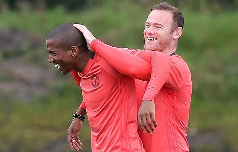 Rooney 'siet co' Young trong buoi tap truoc Europa League hinh anh