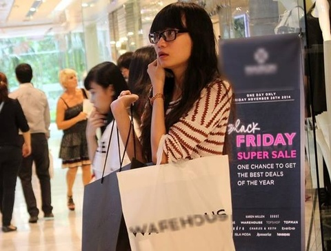 Black Friday: Nguoi tre sam it do vi quen mua hang online hinh anh