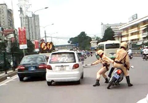Ha Noi cam CSGT truy duoi nguoi vi pham hinh anh