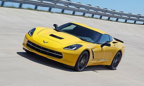 Chevrolet lam cach mang voi Corvette dong co dat giua hinh anh