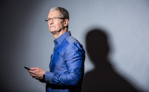 5 nam Tim Cook lam CEO Apple: Co don va cay dang hinh anh
