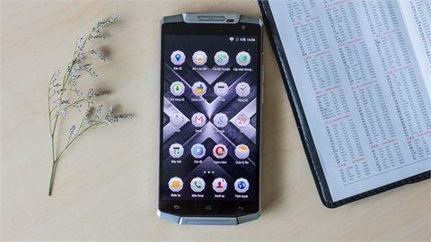 Smartphone OUVI 10000 cho thoi gian su dung 24h voi 10% pin hinh anh