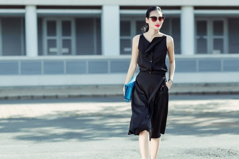 Fashionista Thanh Truc dien vay lua xuong pho hinh anh