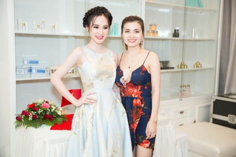 Angela Phuong Trinh lam dep tai Ocean Beauty and Cosmetic hinh anh