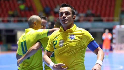 Falcao lap hat-trick trong chien thang 15-3 cua Brazil hinh anh