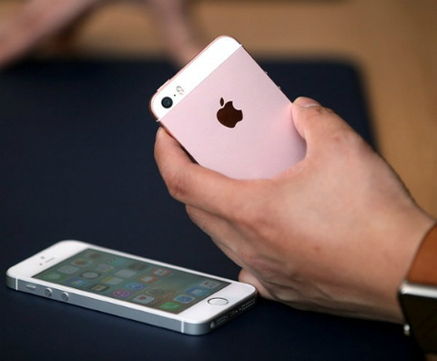 Phan biet iPhone 5S do vo len iPhone SE hinh anh