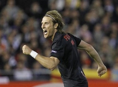 Diego Forlan 'ket duyen' cung Liverpool? hinh anh