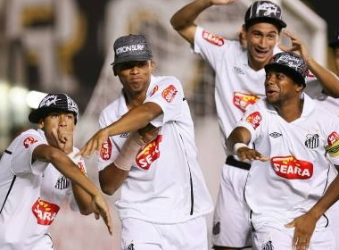 Robinho an mung theo phong cach hiphop hinh anh