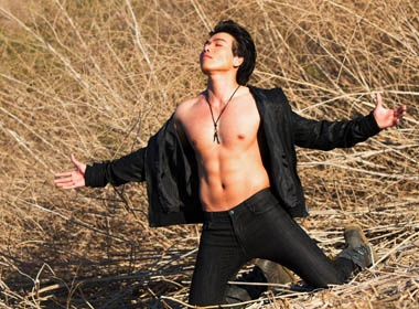 Ly Quoc Tuong khoe body chuan 6 mui hinh anh