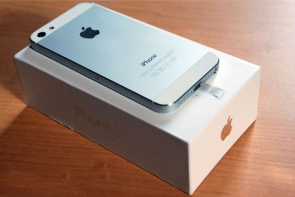 That vong voi iPhone 5C, tin do Viet do xo di mua iPhone 5 hinh anh 1