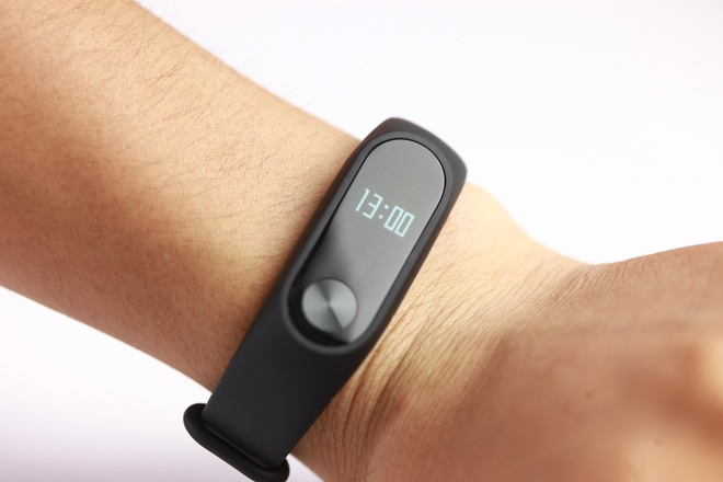 Vong deo tay Xiaomi Mi Band 2 gia 750.000 dong tai VN hinh anh 1