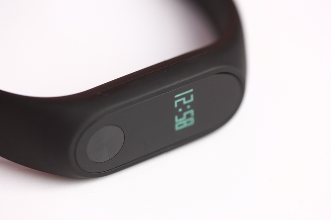 Vong deo tay Xiaomi Mi Band 2 gia 750.000 dong tai VN hinh anh 7
