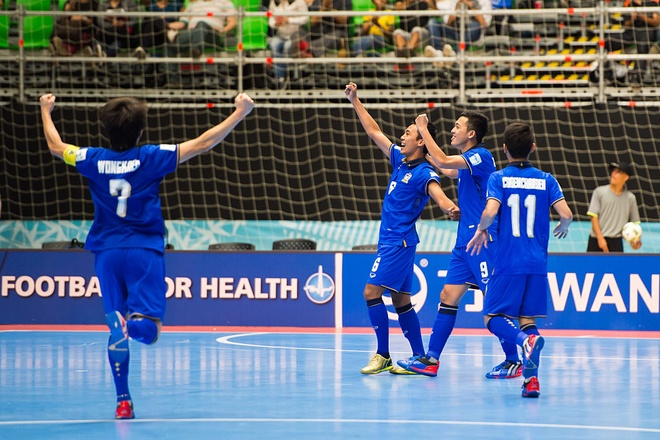 Thai Lan lot vao vong knock-out World Cup futsal hinh anh 1
