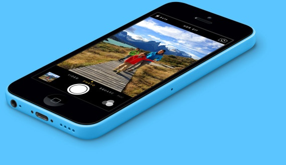 Gia ban iPhone 5C giam va sap khan hang