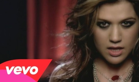 Kelly Clarkson trong video nhạc Since U Been Gone.