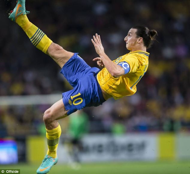 Ibra 2-3 CR7: Lap hat-trick, Ronaldo doat ve du World Cup hinh anh 3