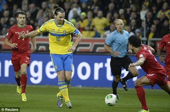 Ibra 2-3 CR7: Lap hat-trick, Ronaldo doat ve du World Cup hinh anh 9