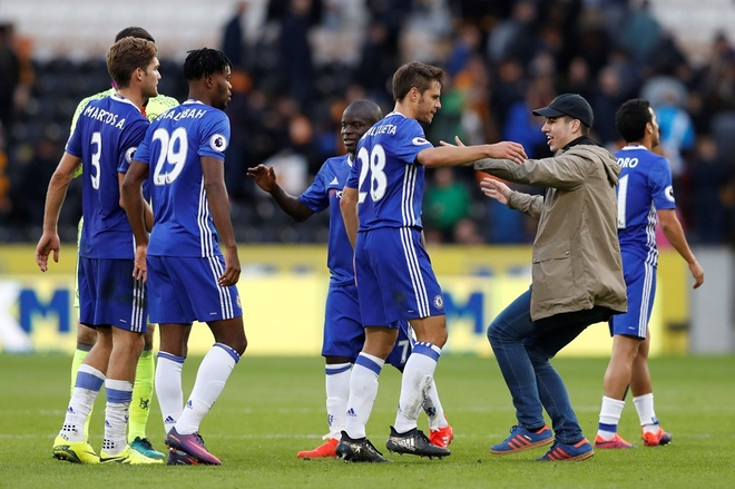 Chelsea 3-0 Leicester: Giai nguy cho Antonio Conte hinh anh 2