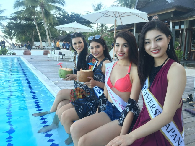 Le Hang mac goi cam giao luu cung thi sinh Miss Universe hinh anh 1