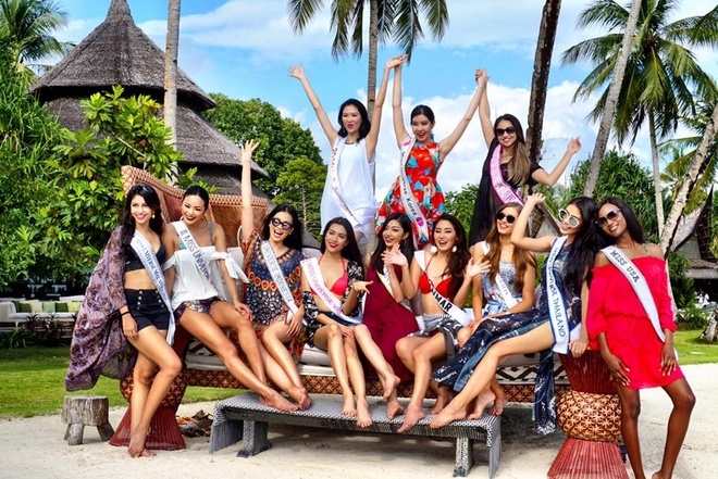 Le Hang mac goi cam giao luu cung thi sinh Miss Universe hinh anh 2