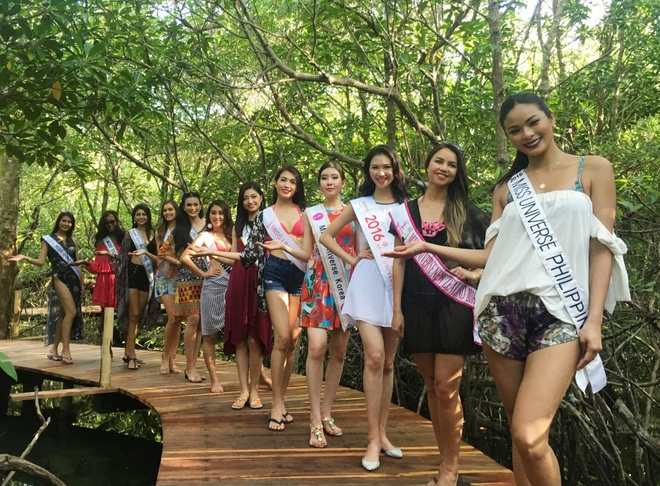 Le Hang mac goi cam giao luu cung thi sinh Miss Universe hinh anh 3