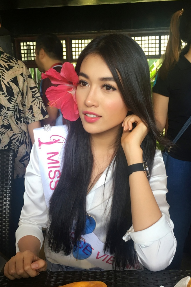 Le Hang mac goi cam giao luu cung thi sinh Miss Universe hinh anh 5