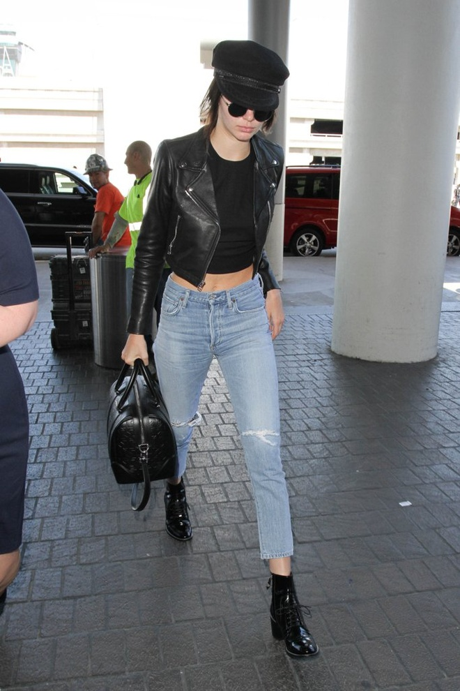 Street style khoe eo thon cua Kendall Jenner trong thang 7 hinh anh 12