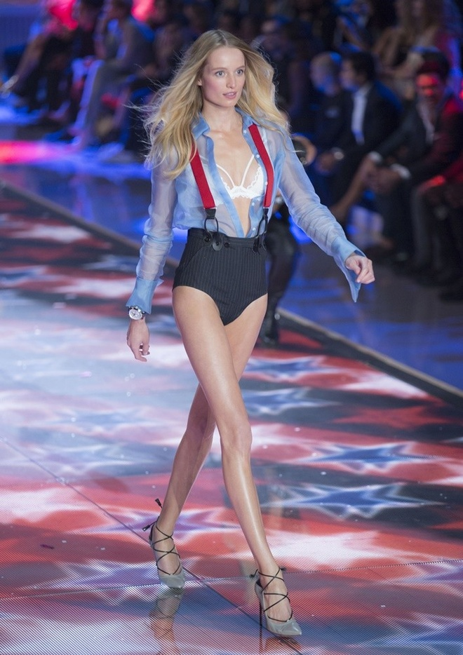 12 thien than vang mat o Victoria's Secret Show 2016 hinh anh 8