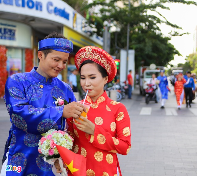100 cap doi hanh phuc trong le cuoi tap the ngay Quoc Khanh hinh anh 11